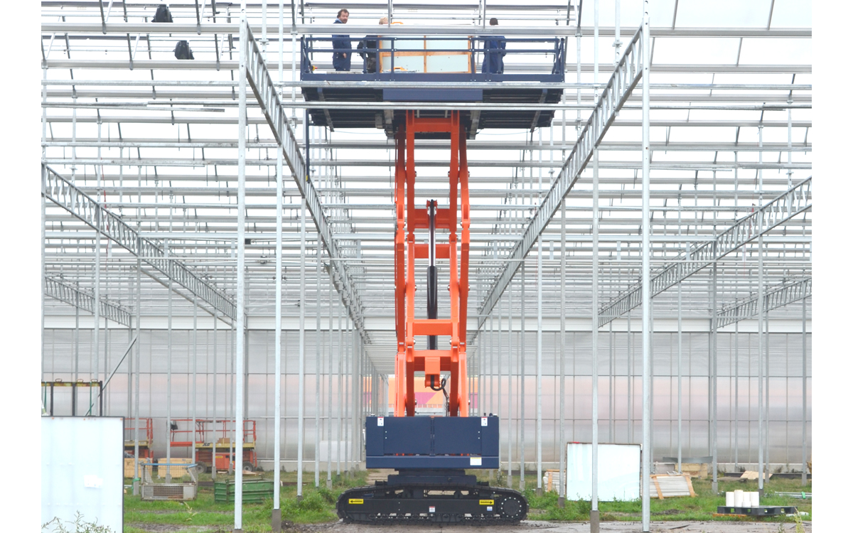 OMEGA 900TS series - flexible and easy to use - crawler based scissor lift
